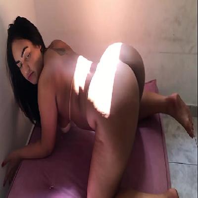 Gordinha bunduda safadinha gostosa  adora brincar com seu plug anal